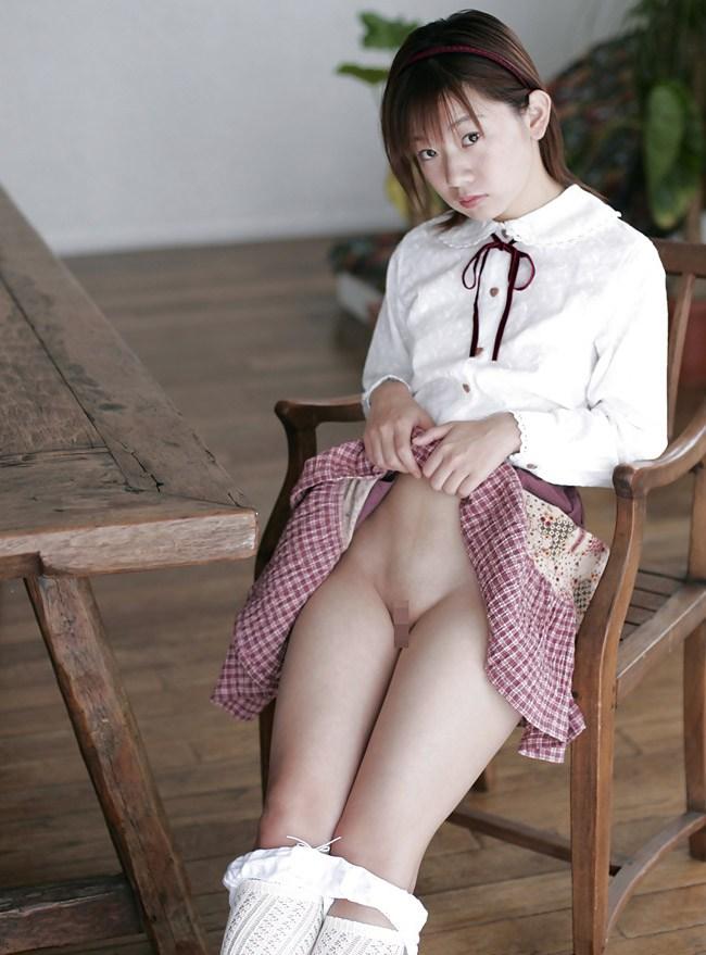 【童顔・パイパンエロ画像】危険な香りが漂う童顔でパイパンの女の子たち! 24