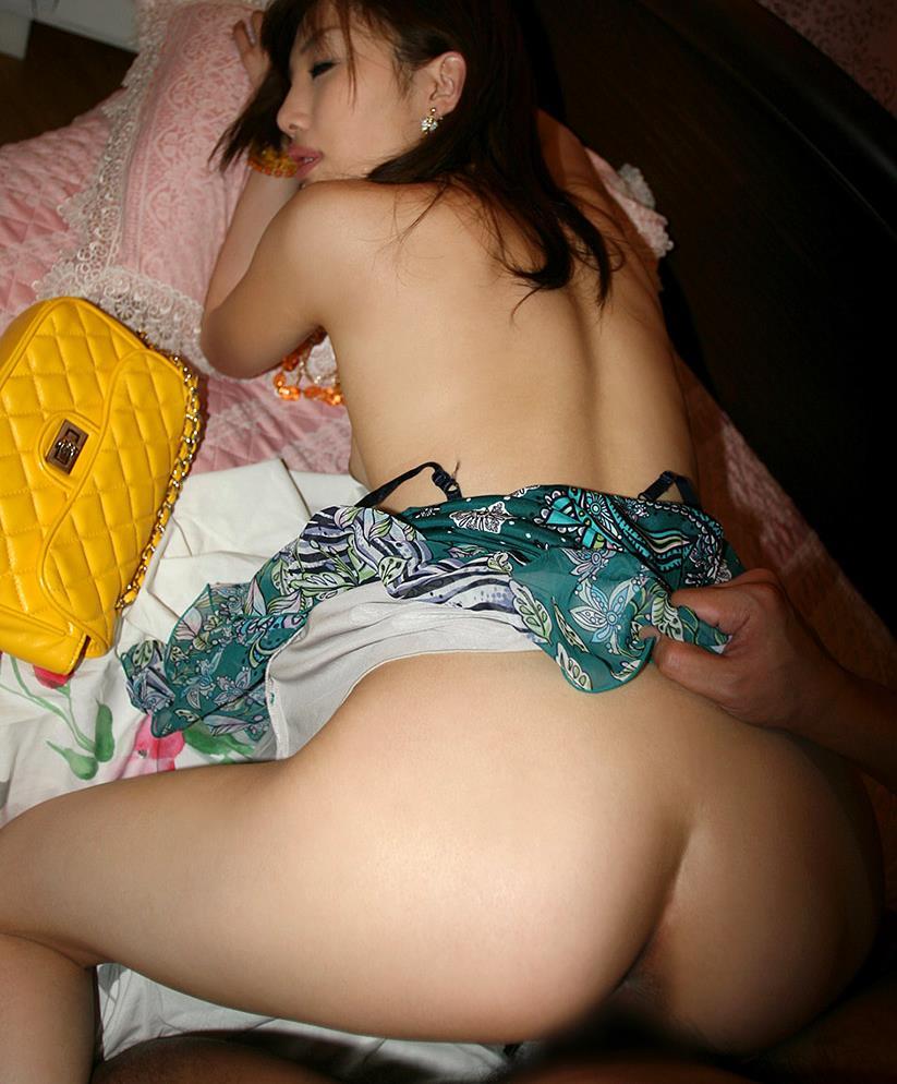 【着衣セックスエロ画像】オシャレな着衣を着せたままで女の子をハメるww 38
