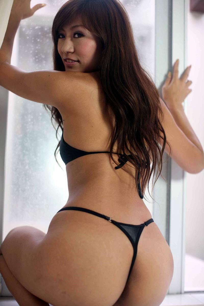【Tバックエロ画像】Tバックで演出されたセクシーかつ美しいお尻に勃起必至! 05