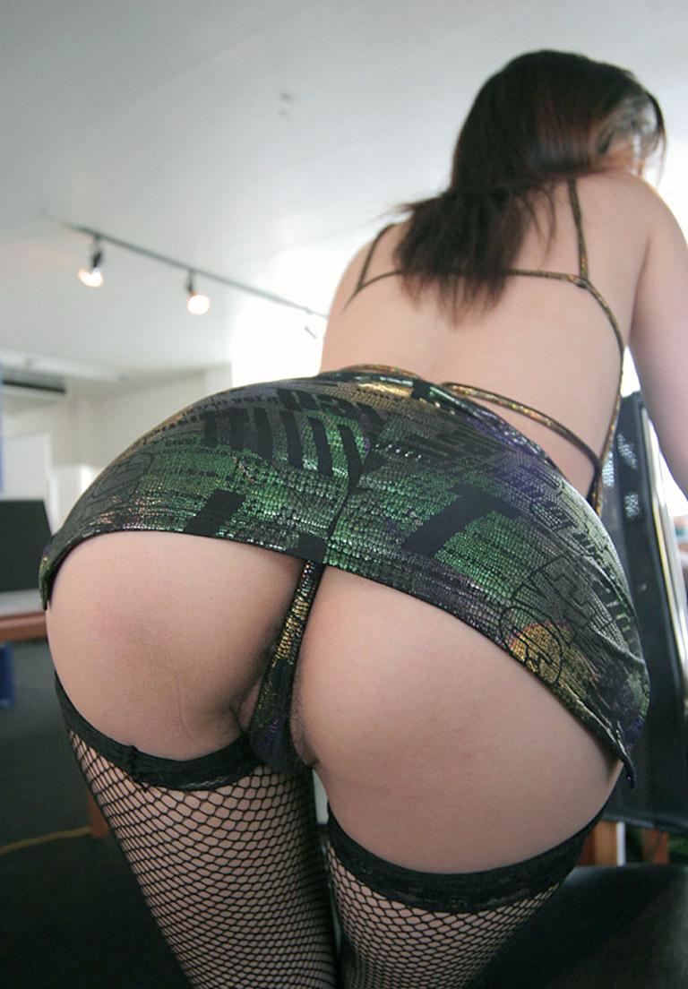 【Tバックエロ画像】Tバックで演出されたセクシーかつ美しいお尻に勃起必至! 26