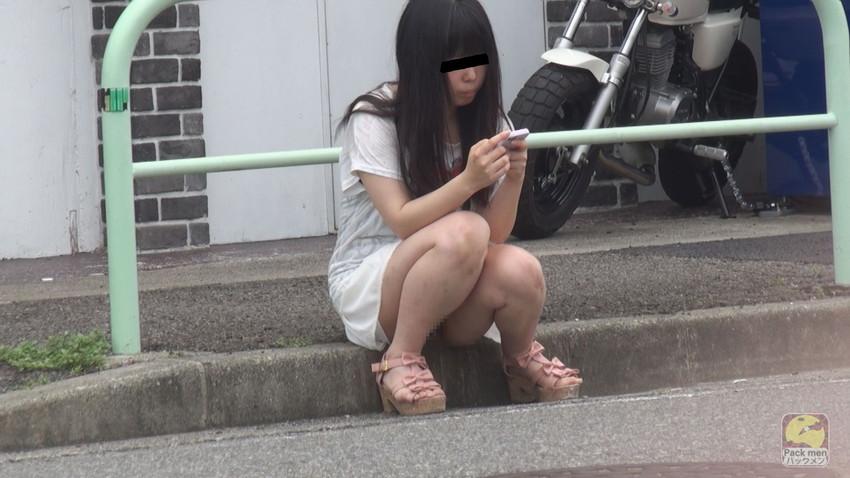 【ノーパンエロ画像】カメラに写ったまさかのシチュエーション!ノーパン!? 22
