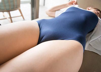 【マンスジエロ画像】女の子の股間に浮かび上がるタテスジは女の子の証!