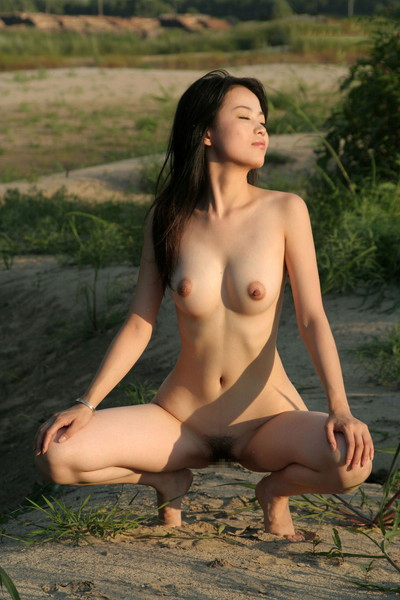 【中国人ヌードエロ画像】日本人に近いアジア人種だけあって違和感の無い中国人ヌード! 54