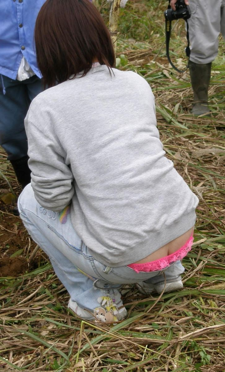 【ローライズエロ画像】こんなズボン履いてれば、こんな事にもなりますよ…。 08