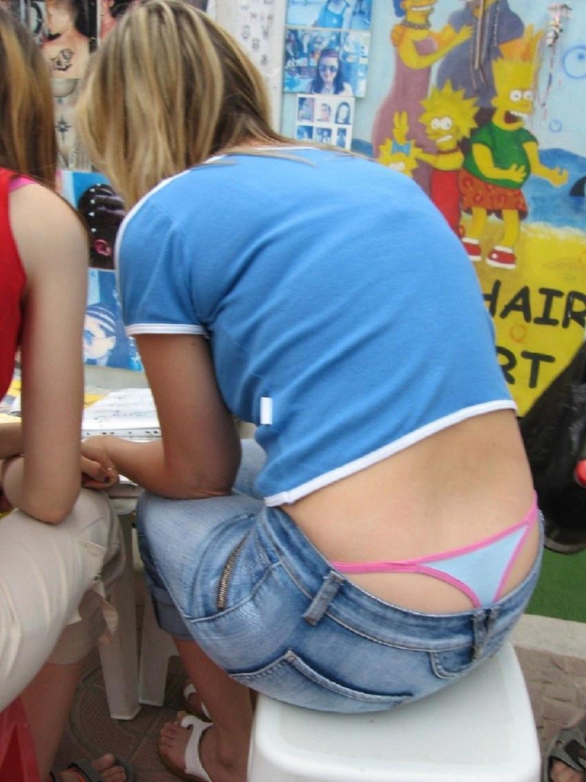 【ローライズエロ画像】こんなズボン履いてれば、こんな事にもなりますよ…。 17
