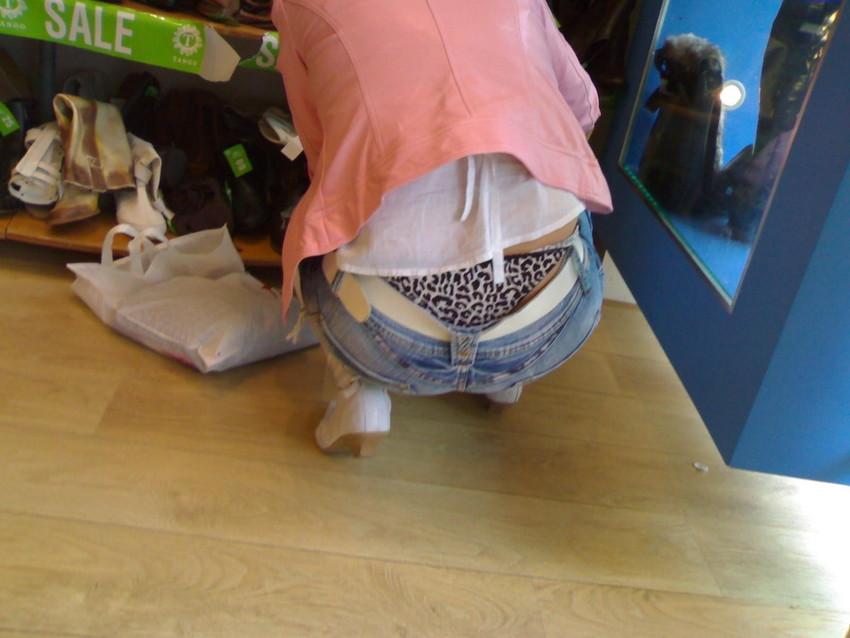 【ローライズエロ画像】こんなズボン履いてれば、こんな事にもなりますよ…。 19