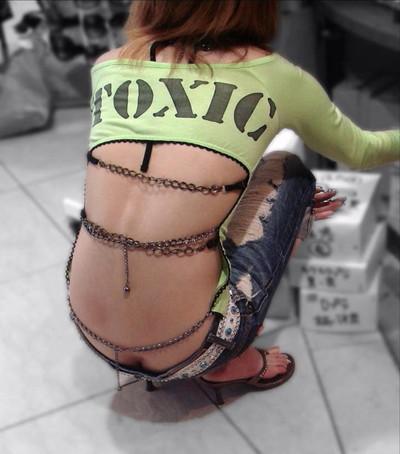【ローライズエロ画像】こんなズボン履いてれば、こんな事にもなりますよ…。 02