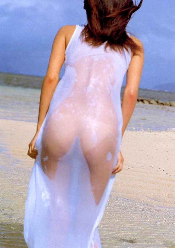 【濡れ透けエロ画像】水も滴るいい女!もとい、水に透けるいい身体!ww 13