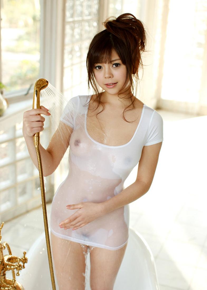【濡れ透けエロ画像】水も滴るいい女!もとい、水に透けるいい身体!ww 16