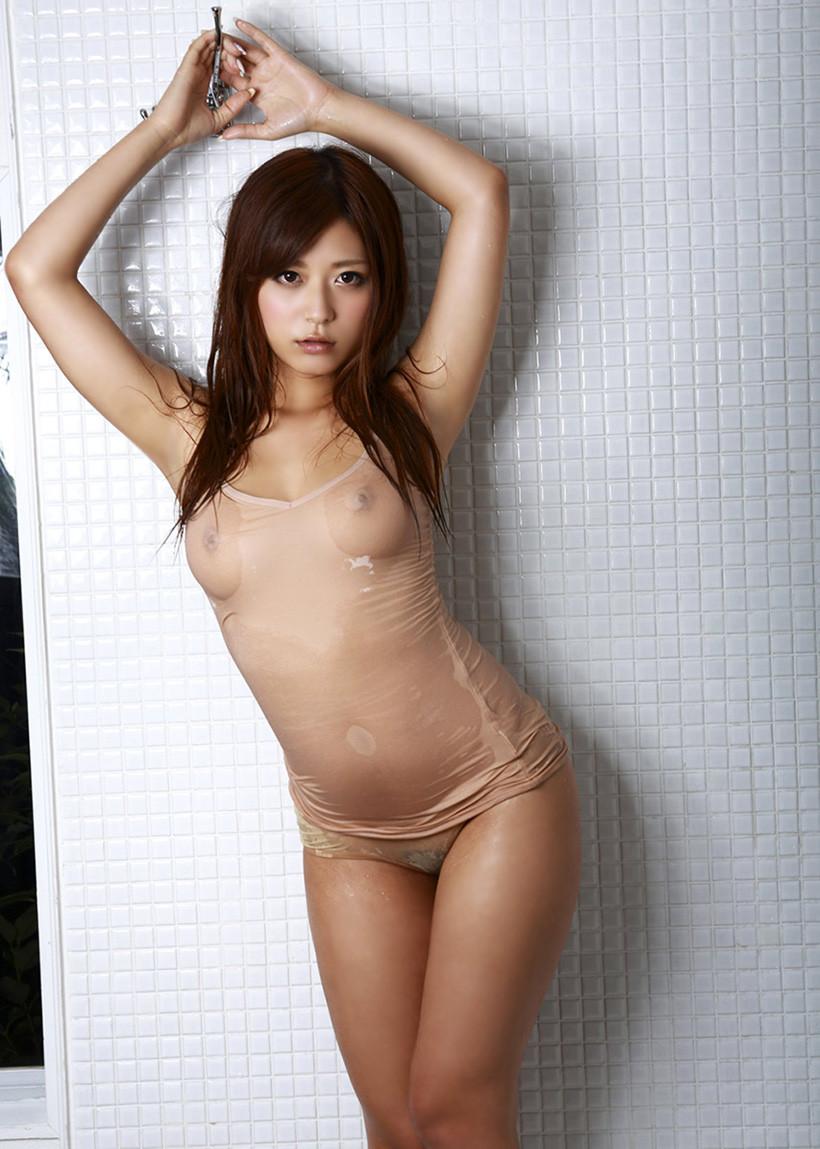 【濡れ透けエロ画像】水も滴るいい女!もとい、水に透けるいい身体!ww 20