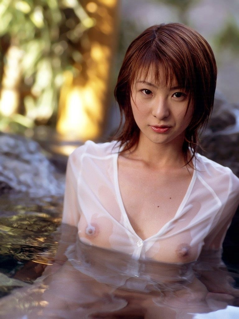 【濡れ透けエロ画像】水も滴るいい女!もとい、水に透けるいい身体!ww 43