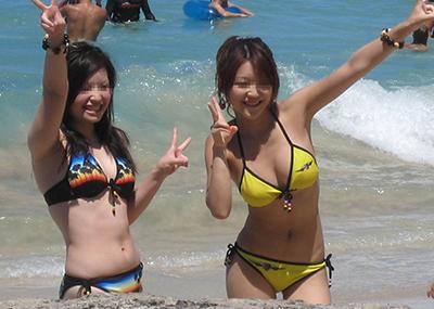 【素人水着エロ画像】素人娘たちの生々しい水着姿に勃起するやつちょっと来い!