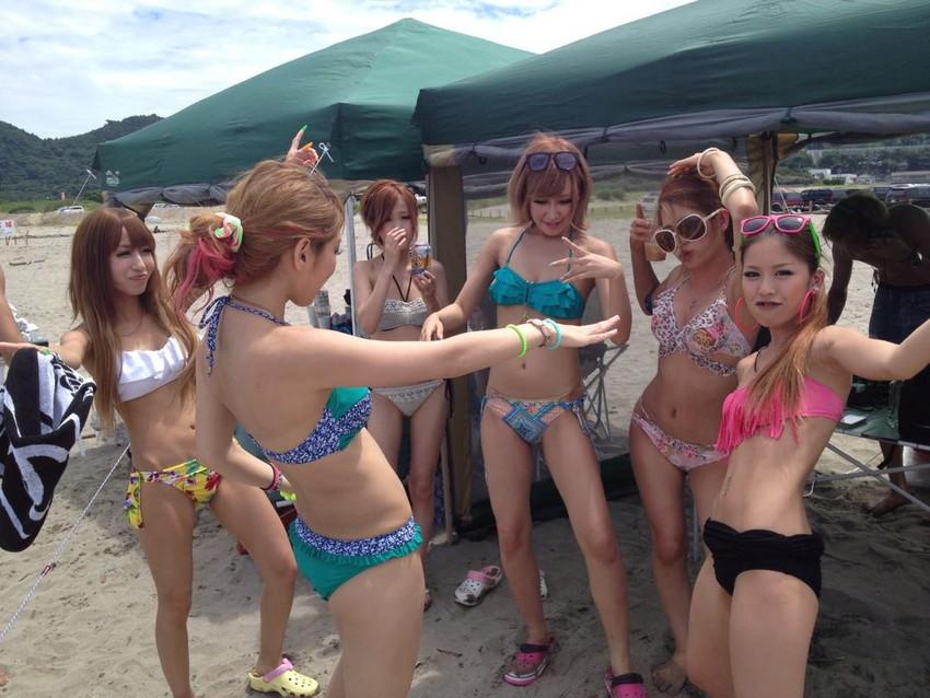 【素人水着エロ画像】素人娘たちの生々しい水着姿に勃起するやつちょっと来い! 05