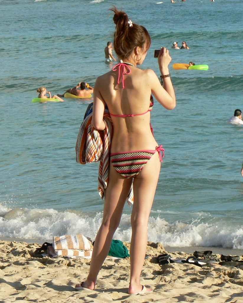 【素人水着エロ画像】素人娘たちの生々しい水着姿に勃起するやつちょっと来い! 19