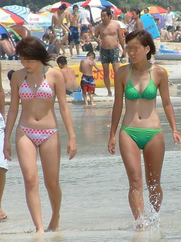 【素人水着エロ画像】夏といえばやっぱりコレだろ!?際どい水着の女の子たち! 08