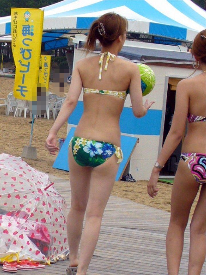 【素人水着エロ画像】夏といえばやっぱりコレだろ!?際どい水着の女の子たち! 15