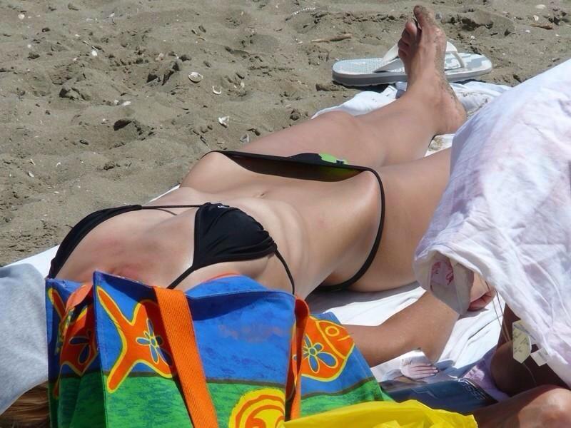 【素人水着エロ画像】夏といえばやっぱりコレだろ!?際どい水着の女の子たち! 20