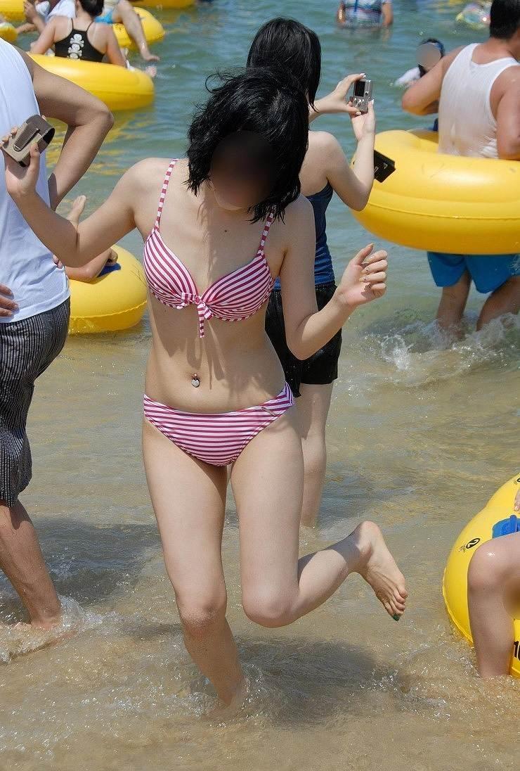 【素人水着エロ画像】夏といえばやっぱりコレだろ!?際どい水着の女の子たち! 31
