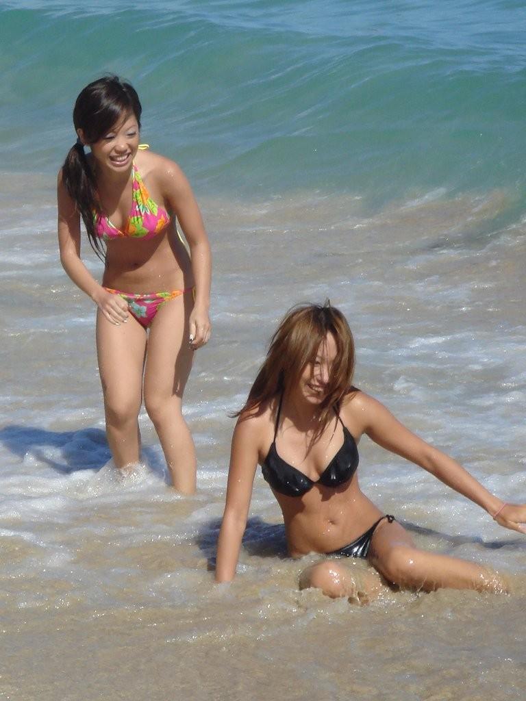 【素人水着エロ画像】夏といえばやっぱりコレだろ!?際どい水着の女の子たち! 38