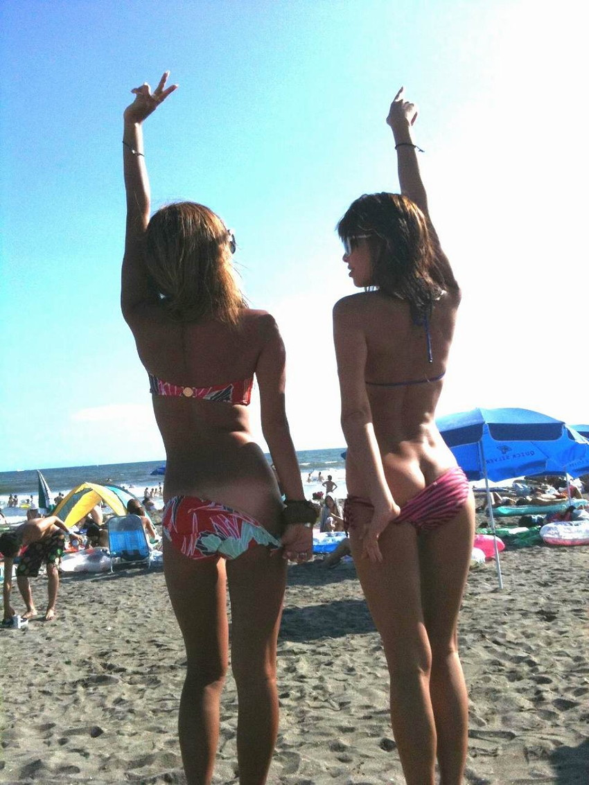 【素人水着エロ画像】夏といえばやっぱりコレだろ!?際どい水着の女の子たち! 40