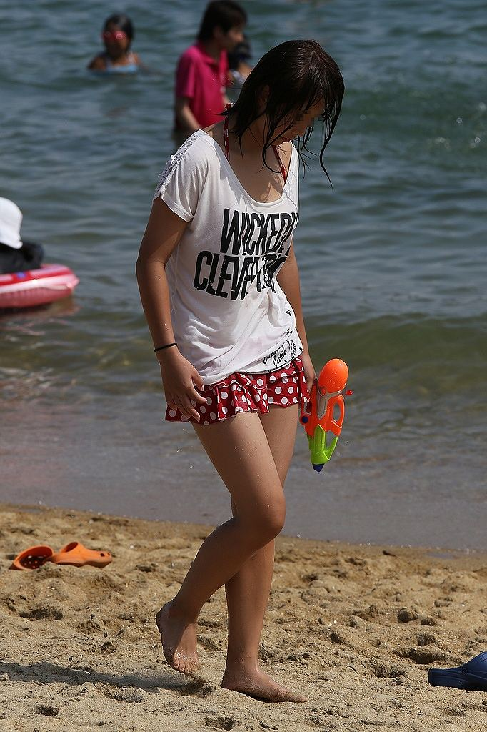 【素人水着エロ画像】夏といえばやっぱりコレだろ!?際どい水着の女の子たち! 44