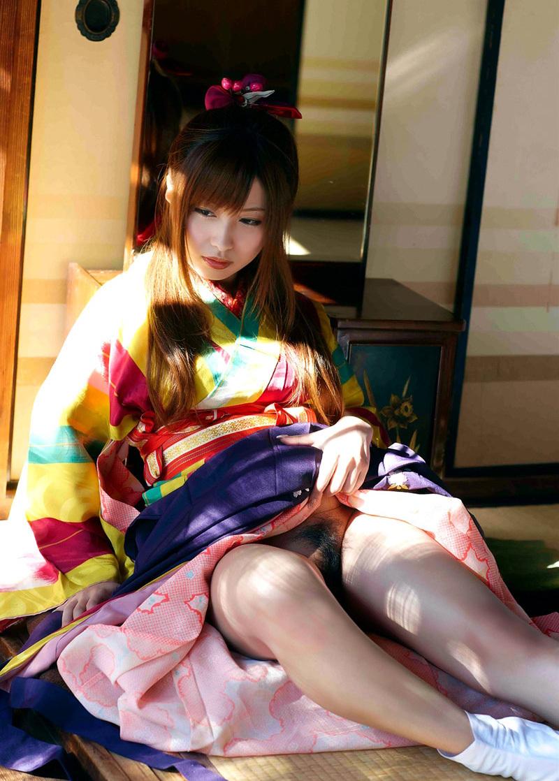 【和服エロ画像】浴衣や着物の女の子達の妖艶でエロティックな抜ける画像 02