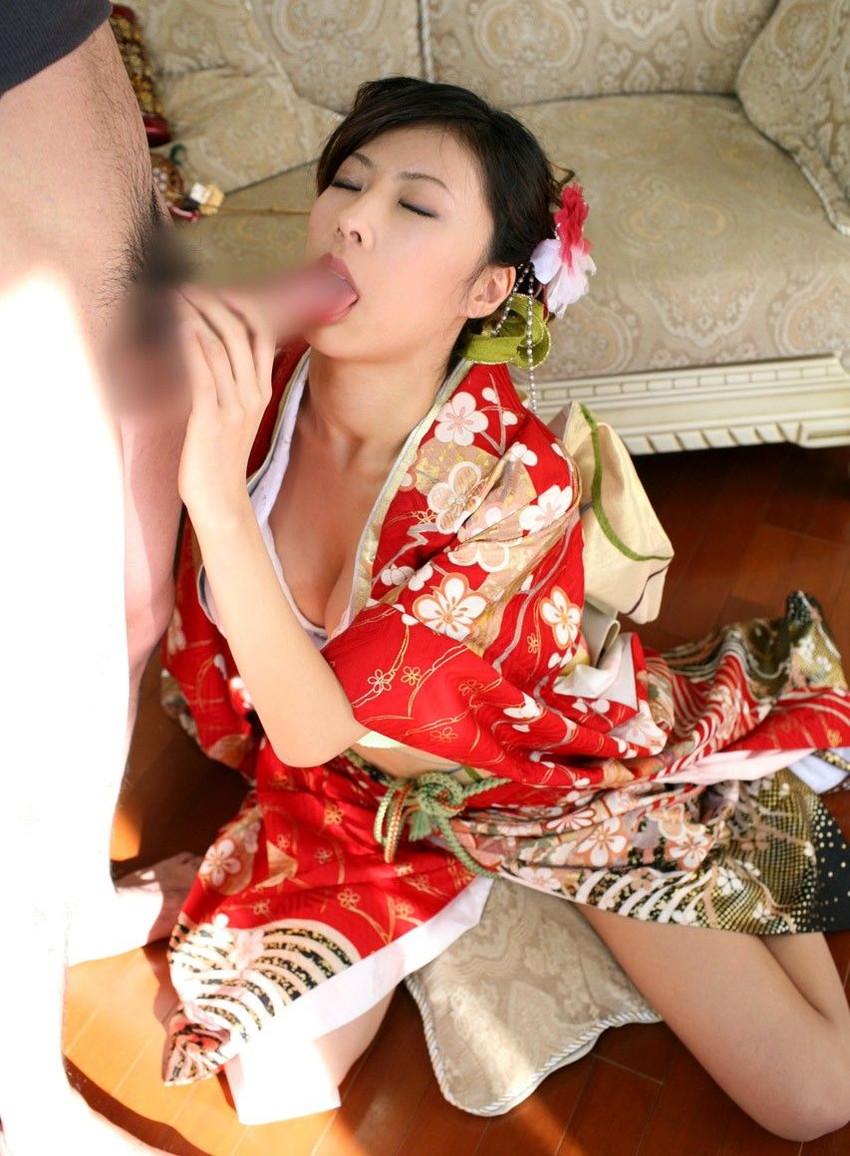 【和服エロ画像】浴衣や着物の女の子達の妖艶でエロティックな抜ける画像 12