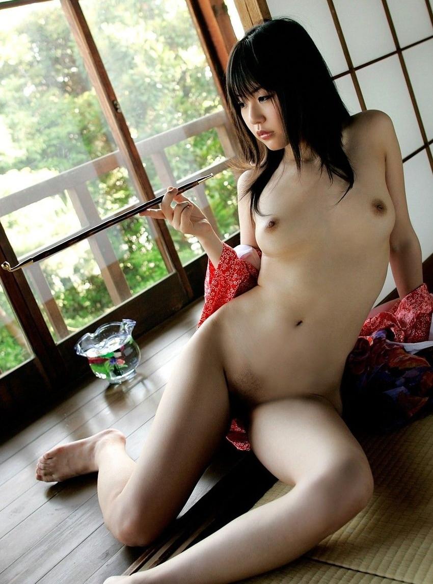 【和服エロ画像】浴衣や着物の女の子達の妖艶でエロティックな抜ける画像 20