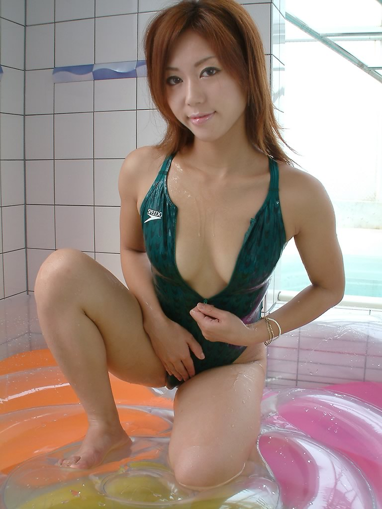 【競泳水着エロ画像】競泳水着を愛でる!こんなエロい水着なのに競泳用とは…w 03
