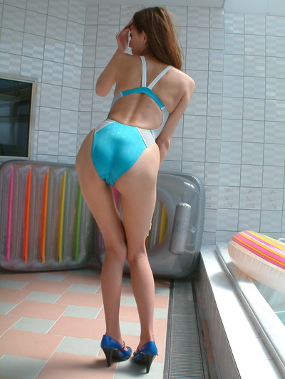 【競泳水着エロ画像】競泳水着を愛でる!こんなエロい水着なのに競泳用とは…w 36