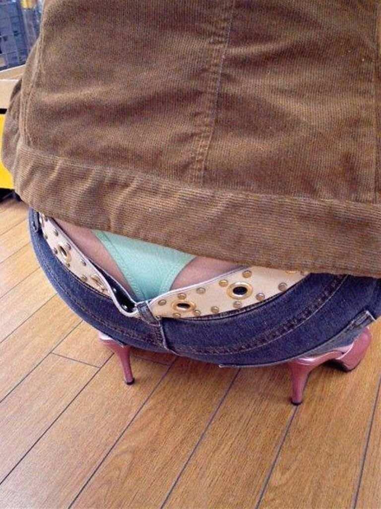 【ローライズエロ画像】そのズボンの位置下がり過ぎじゃない!?ローライズエロ画像 14