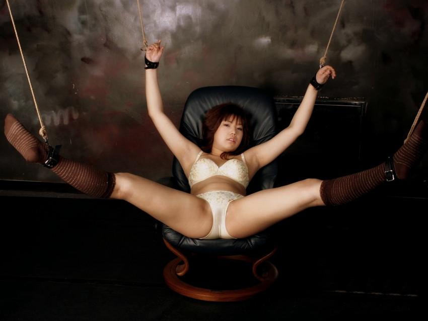【拘束エロ画像】拘束された身動きのとれない女を陵辱する興奮! 08