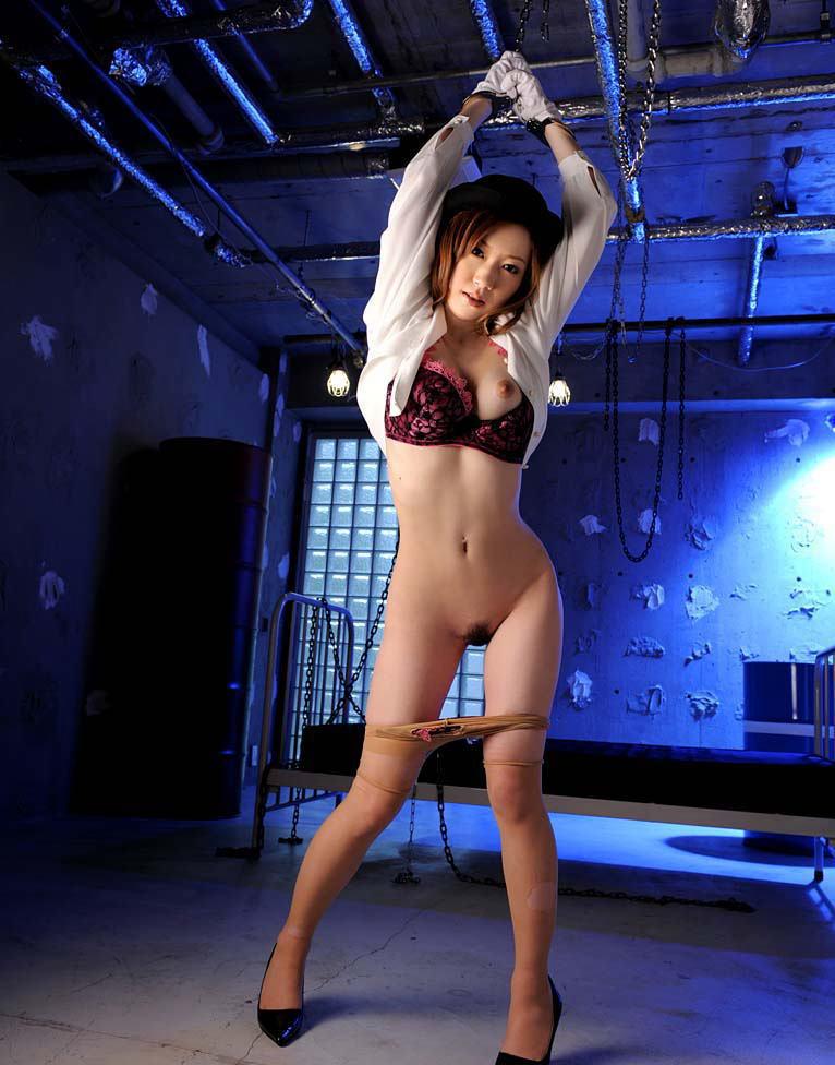 【拘束エロ画像】拘束された身動きのとれない女を陵辱する興奮! 13