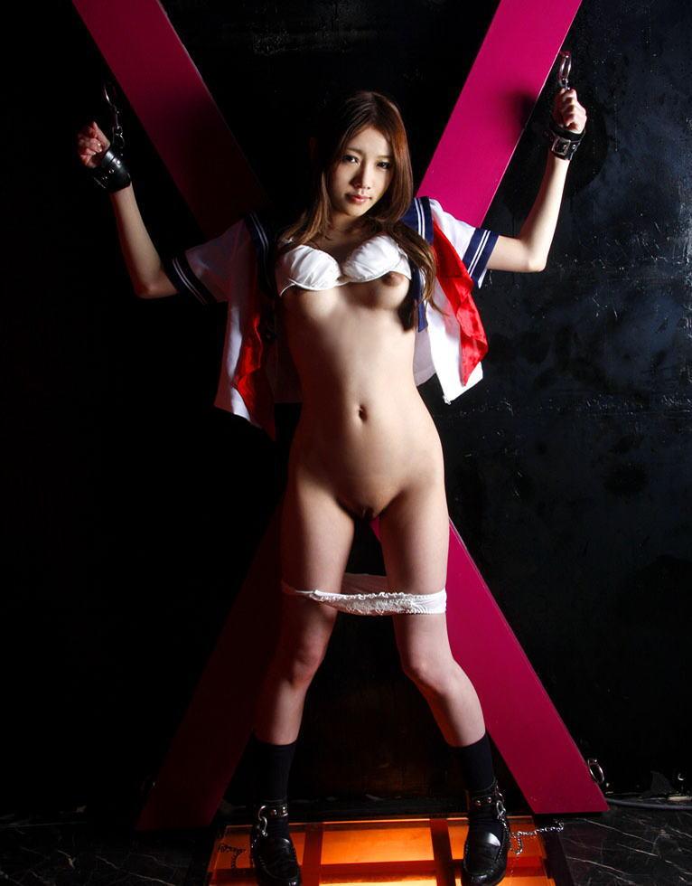 【拘束エロ画像】拘束された身動きのとれない女を陵辱する興奮! 14