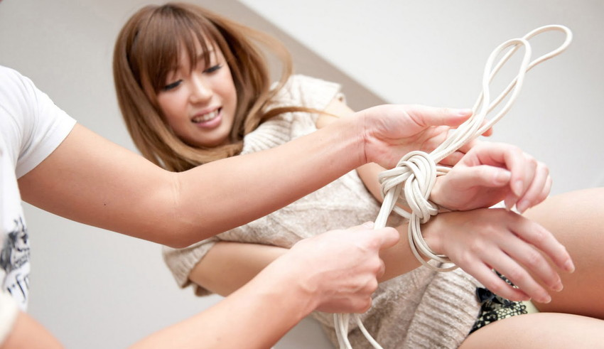 【拘束エロ画像】拘束された身動きのとれない女を陵辱する興奮! 22