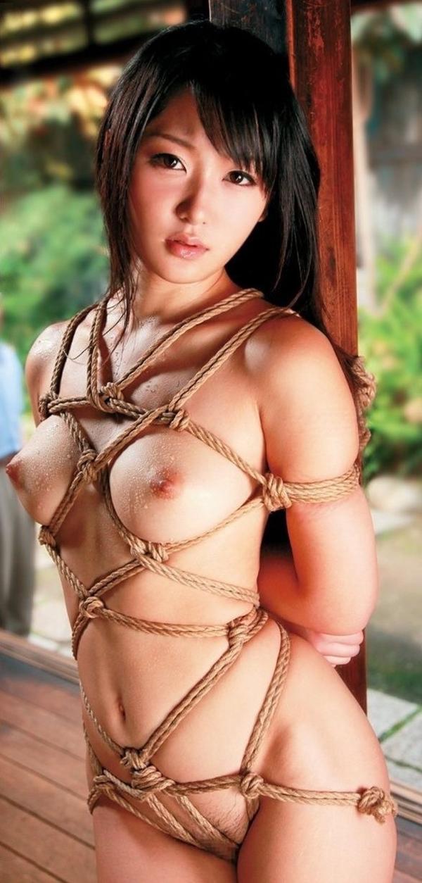 【拘束エロ画像】拘束された身動きのとれない女を陵辱する興奮! 38