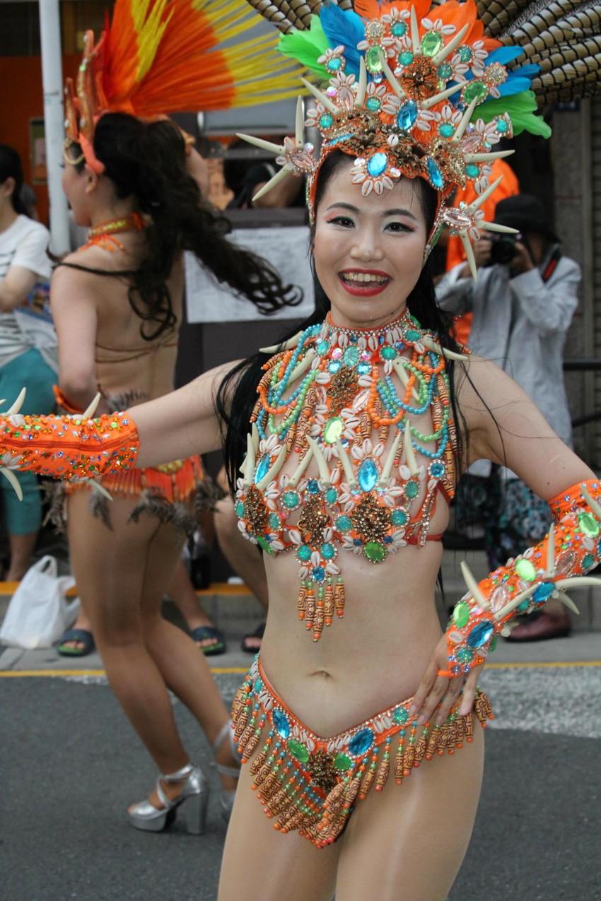 【サンバエロ画像】日本のサンバとリオのカーニヴァルを比較できるエロ画像 04