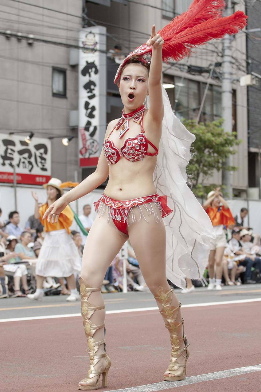 【サンバエロ画像】日本のサンバとリオのカーニヴァルを比較できるエロ画像 20