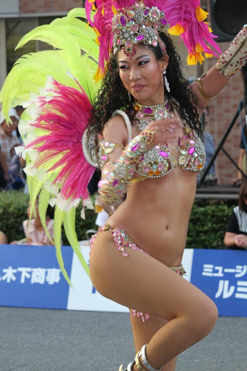 【サンバエロ画像】日本のサンバとリオのカーニヴァルを比較できるエロ画像 26