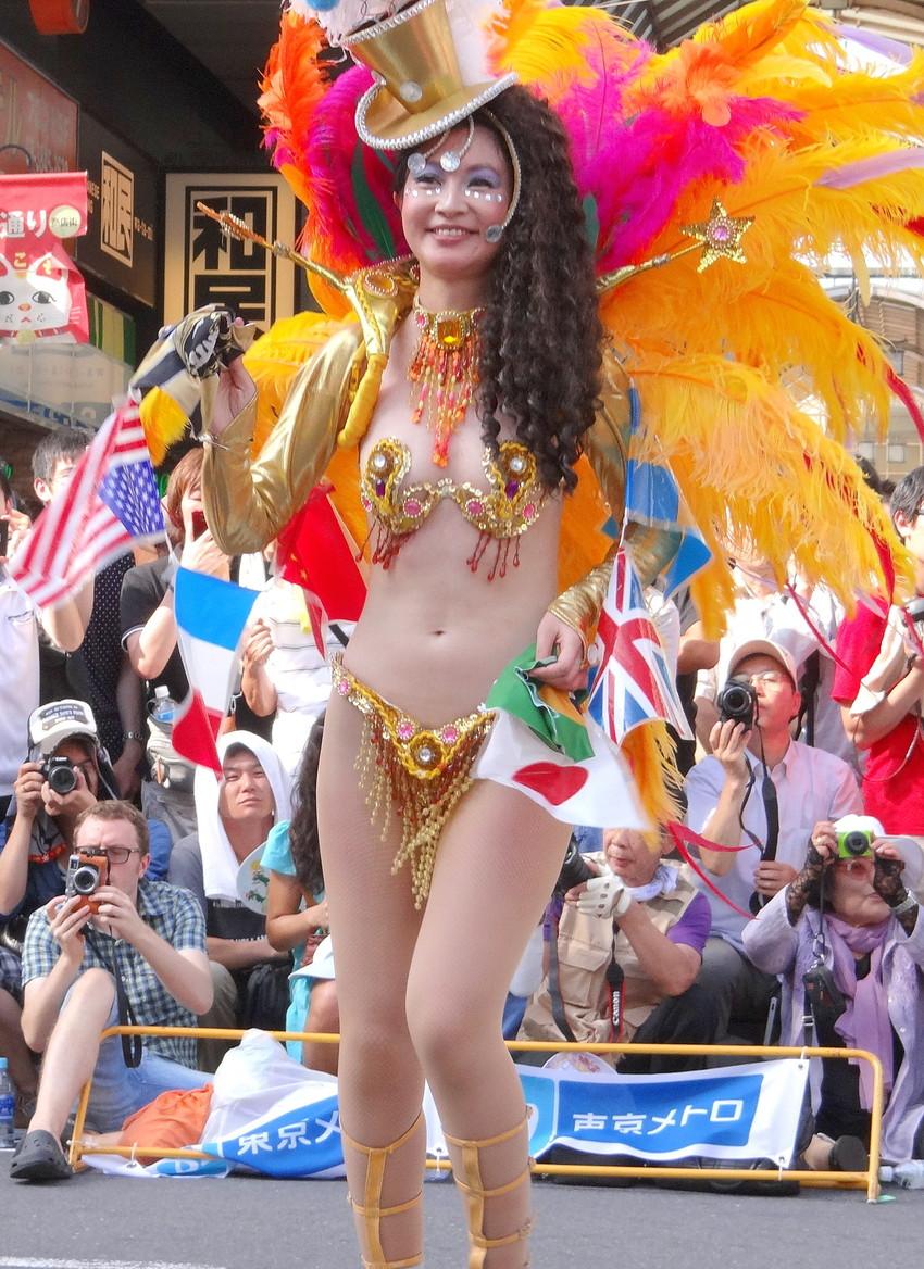 【サンバエロ画像】日本のサンバとリオのカーニヴァルを比較できるエロ画像 35
