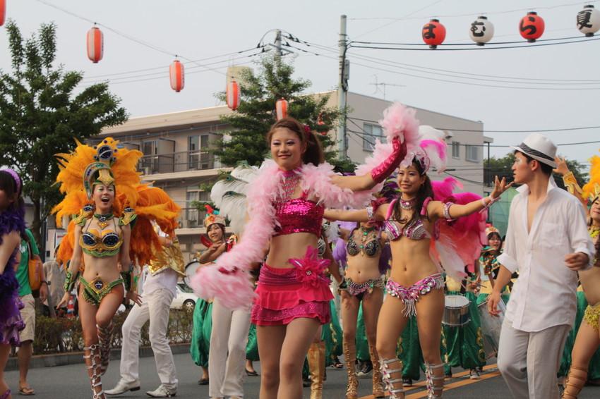 【サンバエロ画像】日本のサンバとリオのカーニヴァルを比較できるエロ画像 43