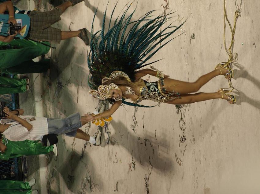 【サンバエロ画像】日本のサンバとリオのカーニヴァルを比較できるエロ画像 51