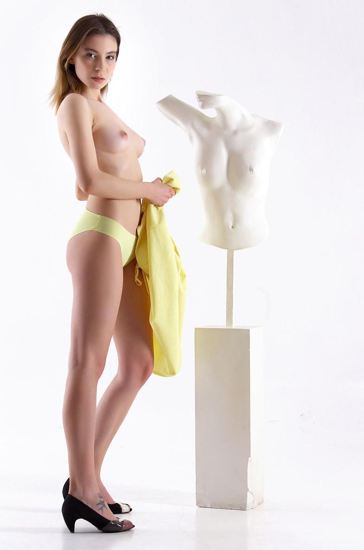 【海外ちっぱいエロ画像】海外女性たちのちっぱい画像にやたら背徳感www 48