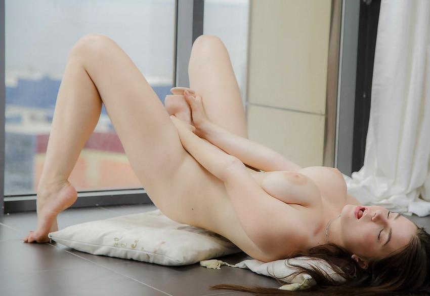 【海外オナニーエロ画像】これはガチでオナってる!っていう海外美女たちのオナニー! 30