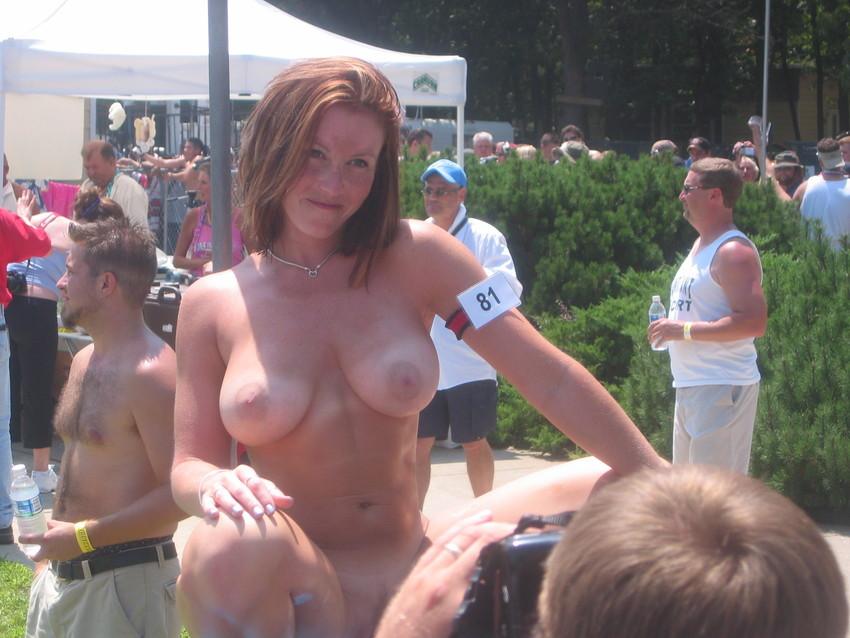 【海外裸祭りエロ画像】レベルが高すぎる!海外の祭りやイベントで全裸を晒す女達! 04