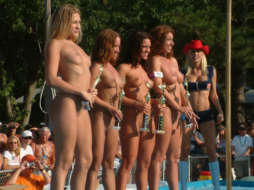 【海外裸祭りエロ画像】レベルが高すぎる!海外の祭りやイベントで全裸を晒す女達! 05