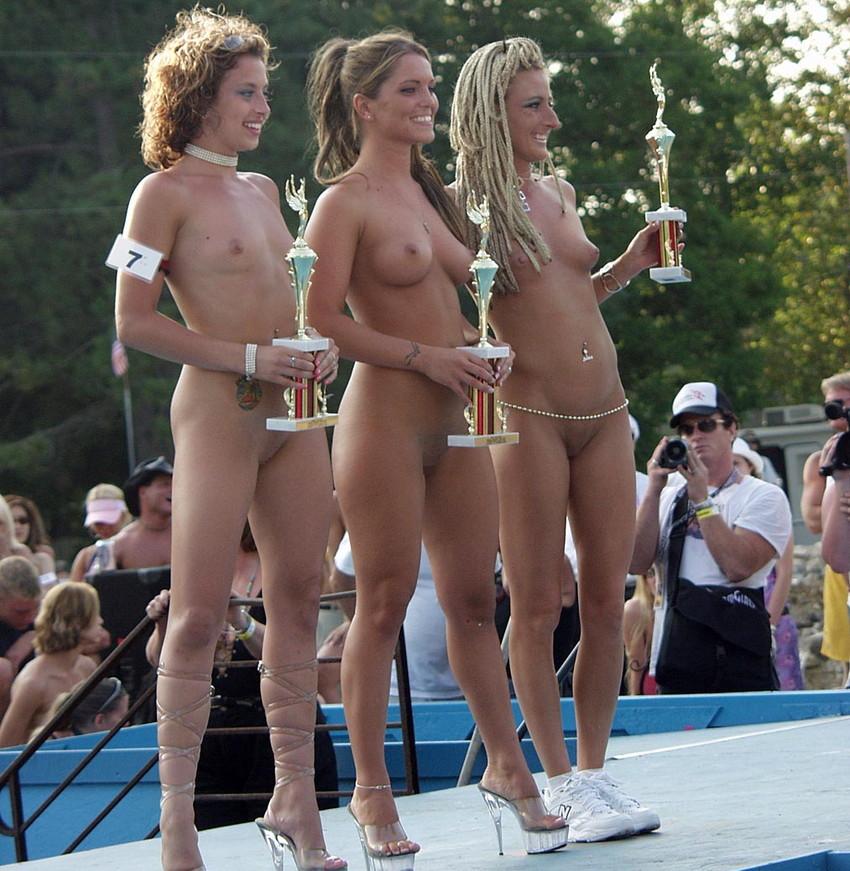 【海外裸祭りエロ画像】レベルが高すぎる!海外の祭りやイベントで全裸を晒す女達! 06