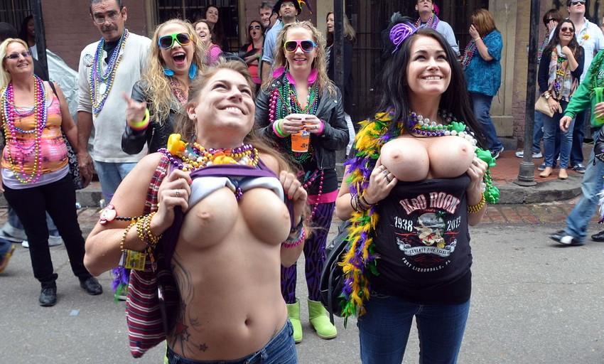 【海外裸祭りエロ画像】レベルが高すぎる!海外の祭りやイベントで全裸を晒す女達! 08