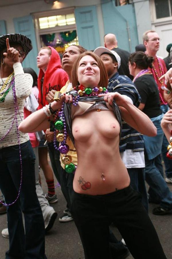 【海外裸祭りエロ画像】レベルが高すぎる!海外の祭りやイベントで全裸を晒す女達! 11