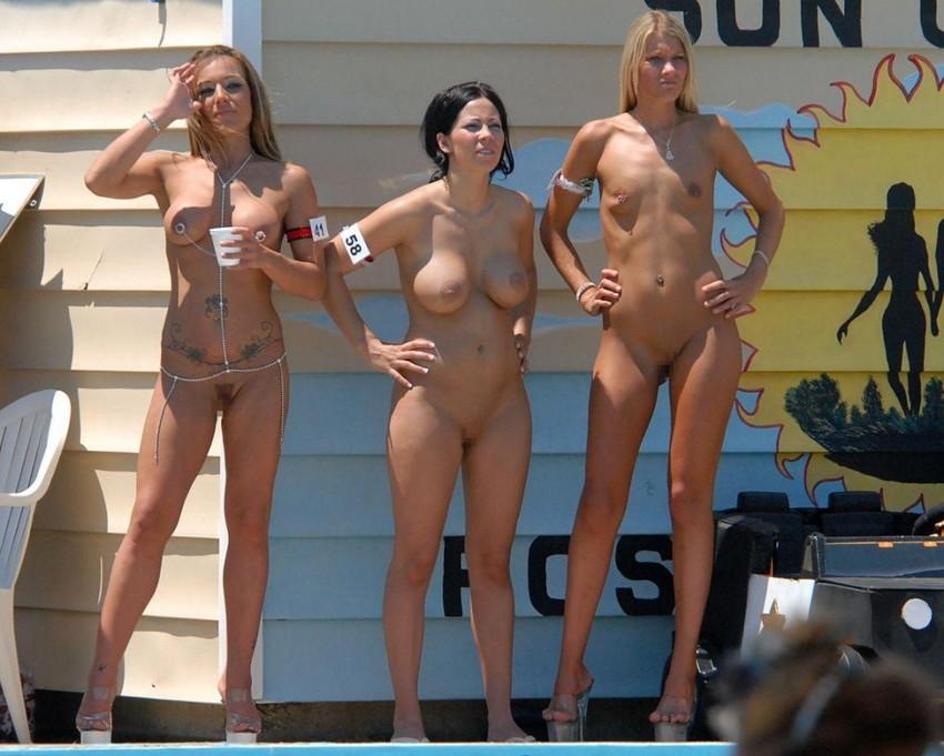 【海外裸祭りエロ画像】レベルが高すぎる!海外の祭りやイベントで全裸を晒す女達! 15